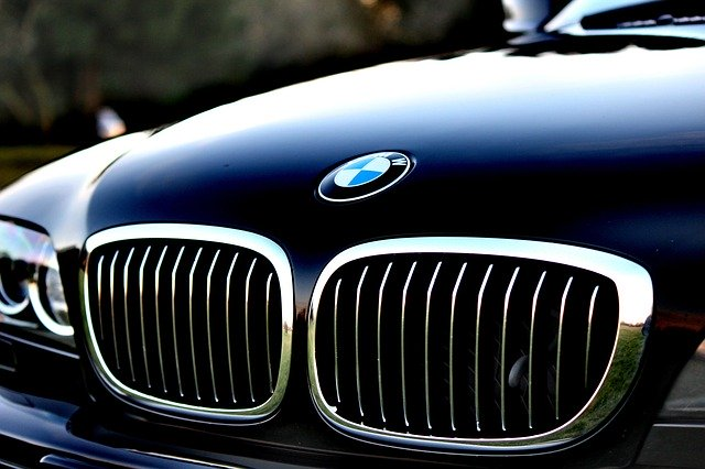 can canh logo xe bmw