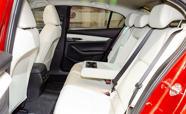 Đánh giá mazda 3 2020 hàng ghế sau trên sedan premium
