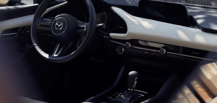 Đánh giá Mazda 3 Luxury 2020 ở vị trí ghế ngồi khoang lái