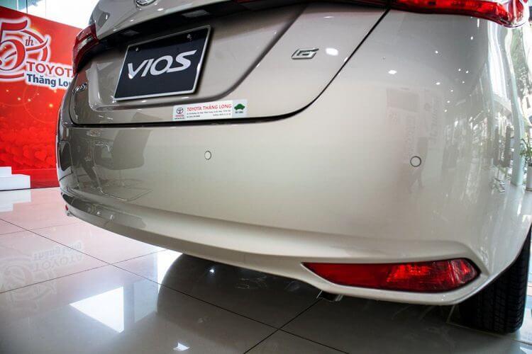 So sánh Accent và Vios về thiết kế đuôi xe