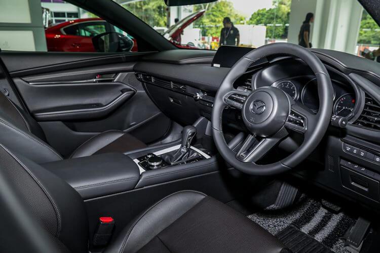 So sánh Mazda 3 và Honda City về nội thất