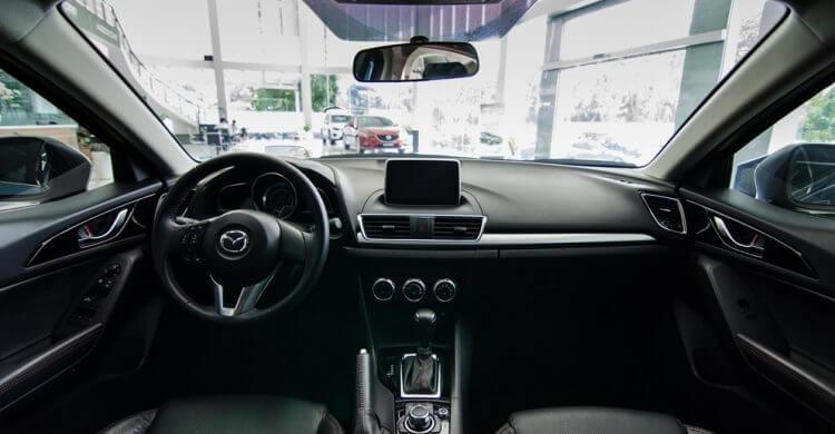 Đánh giá Mazda 3 2016 khoang lái