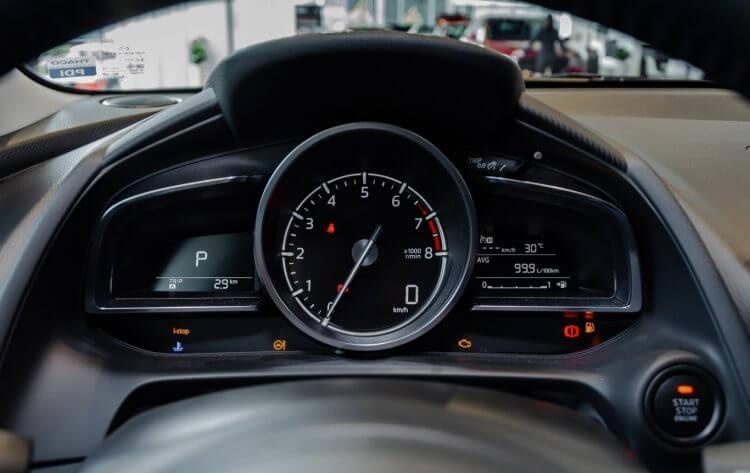 đánh giá đồng hồ lái mazda 2