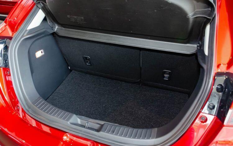 đánh giá khoang hành lý mazda 2 sedan