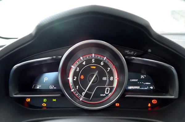 Đánh giá đồng hồ lái xe Mazda 3 2015