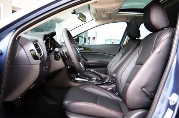Đánh giá khoang lái xe Mazda 3 2015