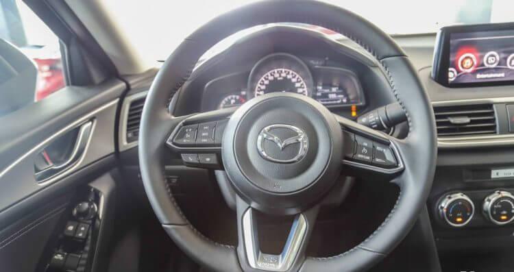 Đánh giá Mazda 3 hatchback 2019 vô lăng