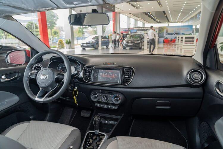 Đánh giá xe Kia Soluto 2019 về khoang lái
