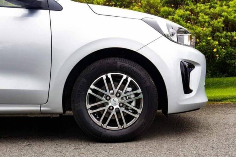Đánh giá xe Kia Soluto 2020 lazang