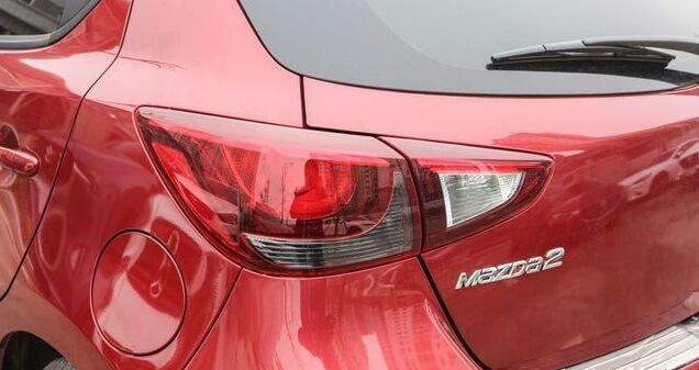 đánh giá Mazda 2 2020 đèn hậu