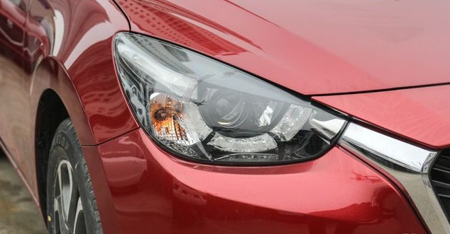 đánh giá đèn pha xe Mazda 2 2020 sắc xảo
