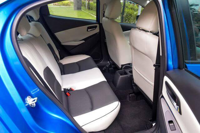 đánh giá Mazda 2 2020 hàng ghế sau hơi chật