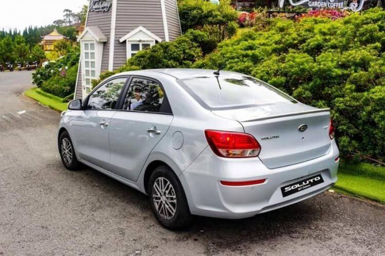 đánh giá xe KIA Soluto 2020 đuôi xe