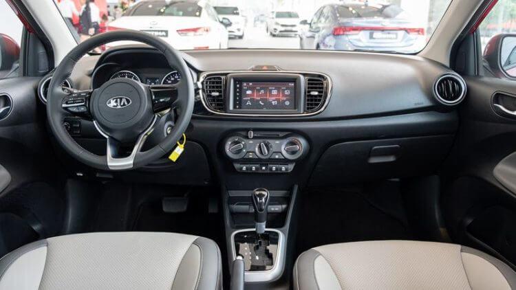 đánh giá xe KIA Soluto 2020 nội thất