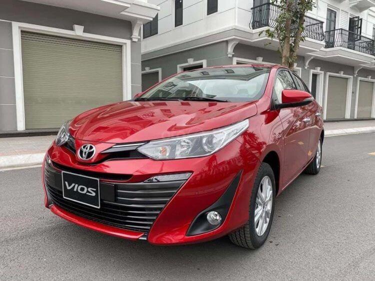 So sánh xe Nissan Sunny và Toyota Vios về thiết kế đầu xe