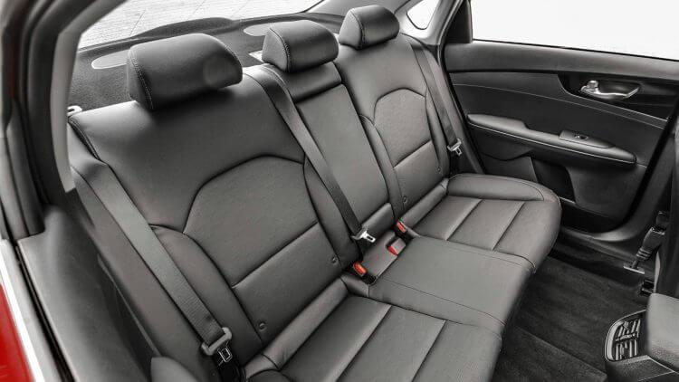 So sánh Toyota Vios ve Kia K3 về ghế ngồi