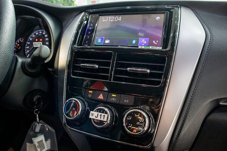 So sánh xe Nissan Sunny và Toyota Vios về tiện nghi