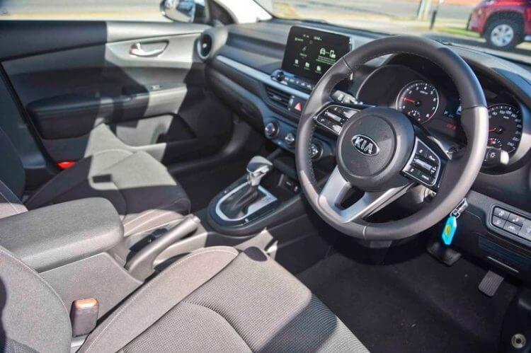 So sánh Toyota Vios và Kia K3 về khu vực lái xe