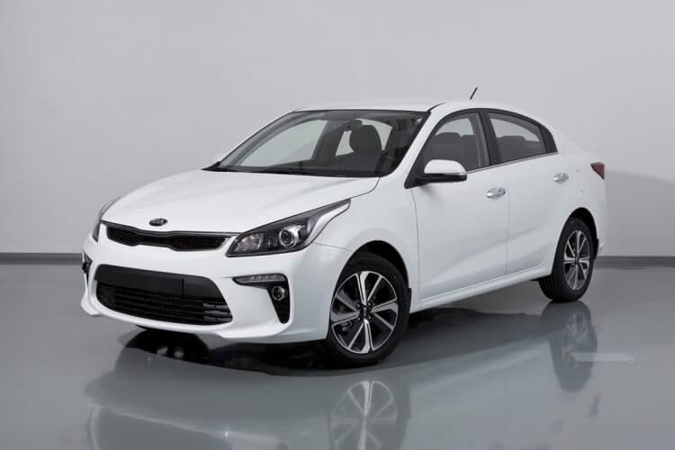 Giá xe Kia Rio ngoại hình màu trắng