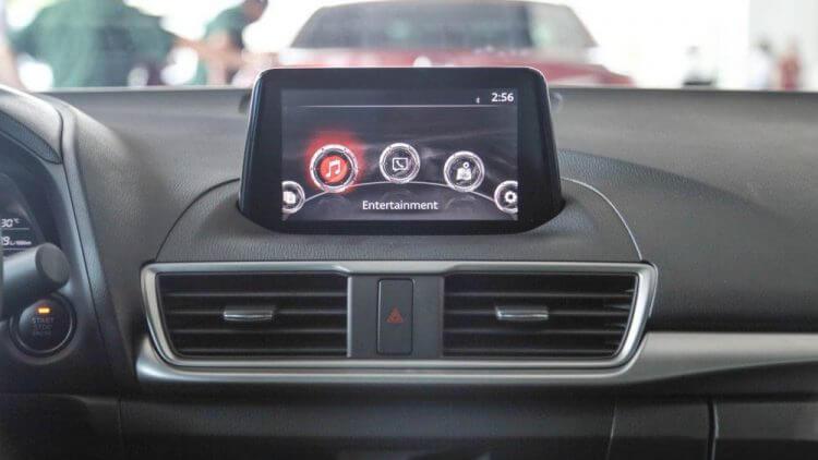 Đánh giá Mazda 3 2017 thiết kế màn hình 7 inch