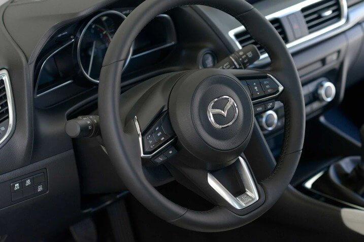 Đánh giá Mazda 3 2017 vô lăng