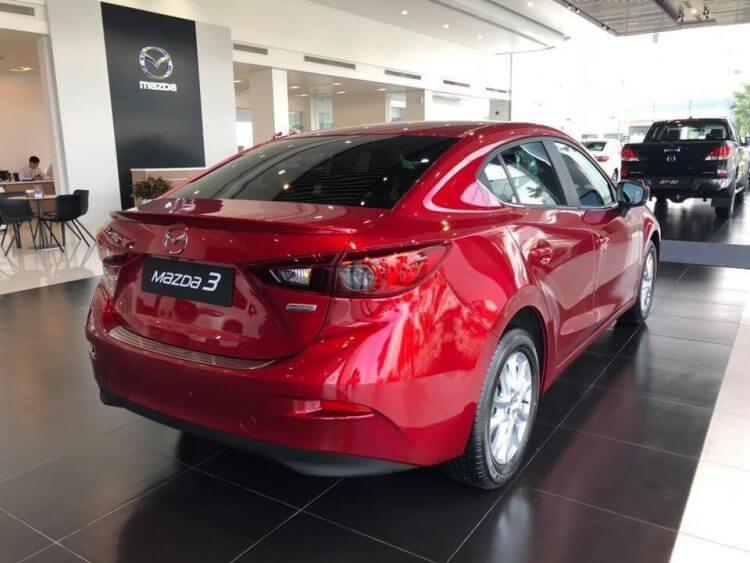 Đánh giá Mazda 3 Luxury 2019 ngoại thất đuôi xe