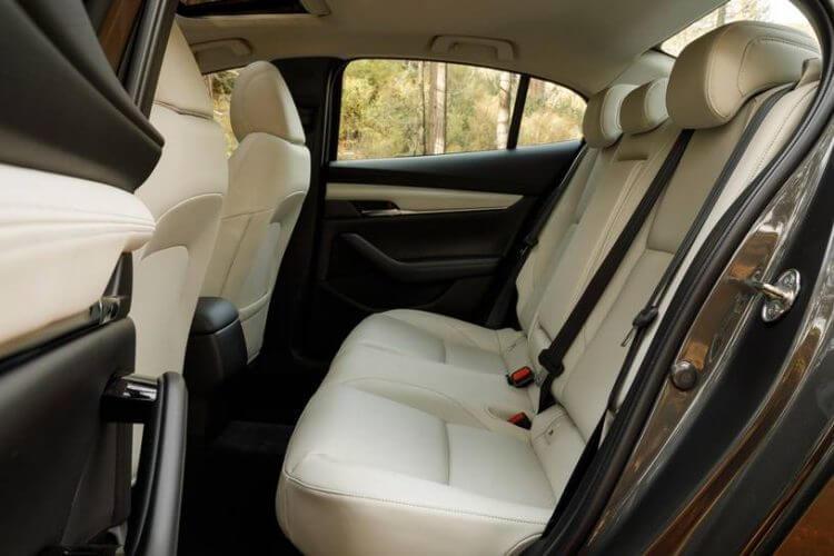 So sánh Vios và Mazda 3 về ghế ngồi