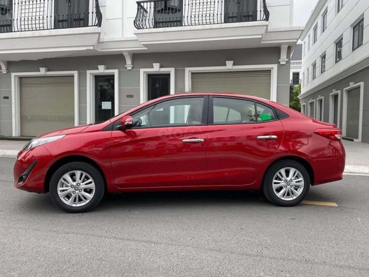 So sánh xe Nissan Sunny và Toyota Vios về thiết kế thân xe