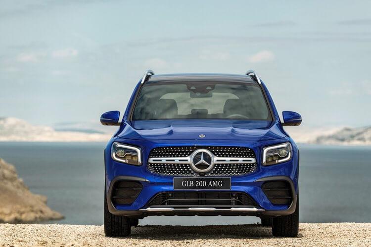 Gia lan banh Mercedes Benz GLB 200 AMG 2020
