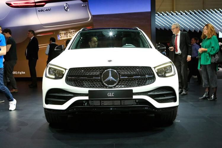 So sanh gia Mercedes Benz GLC so voi cac doi thu