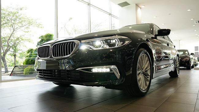 den dau truoc BMW 530i