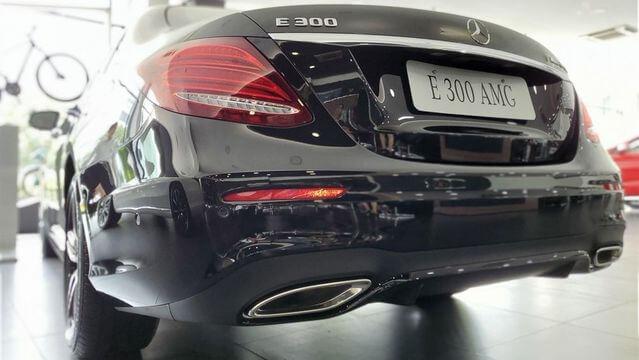 duoi xe Mercedes E300 2020