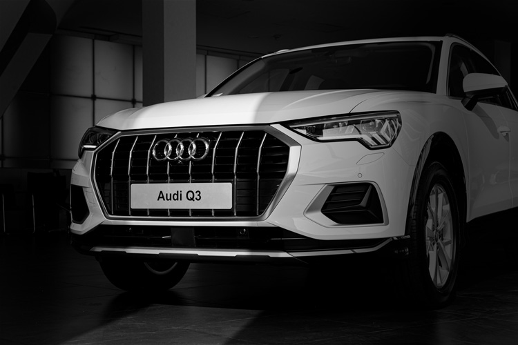 gia audi q3 cu co the ban can