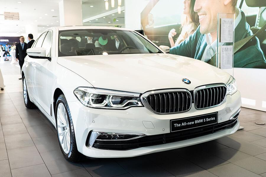 gia xe BMW 530i
