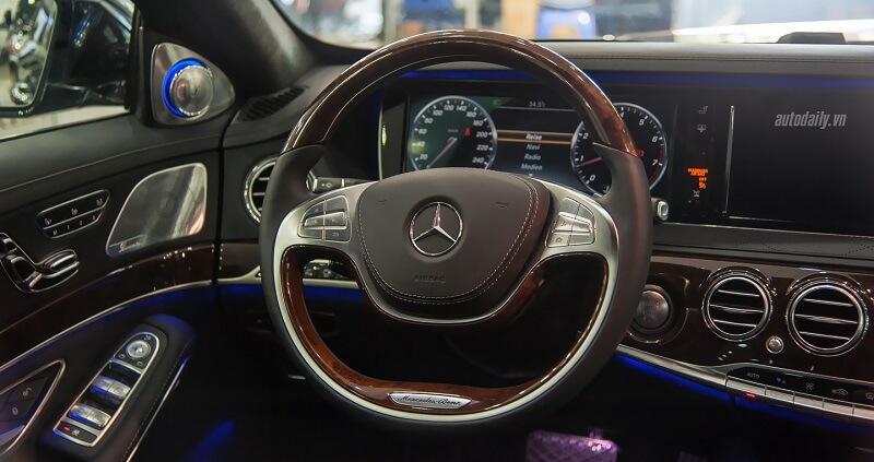 vo lang noi that Mercedes S500