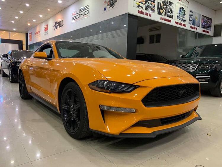 Mua Ford Mustang gia khuyen mai trong thang nay