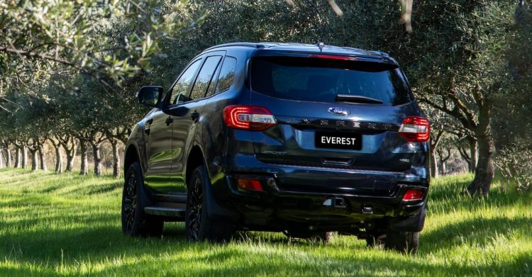 duoi xe ford everest