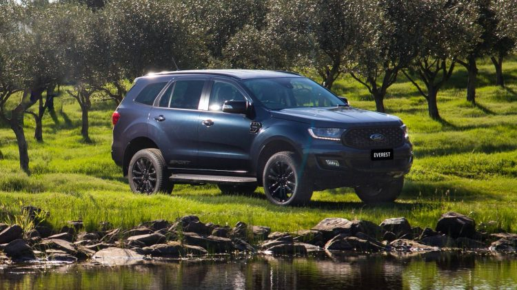 than xe ford everest