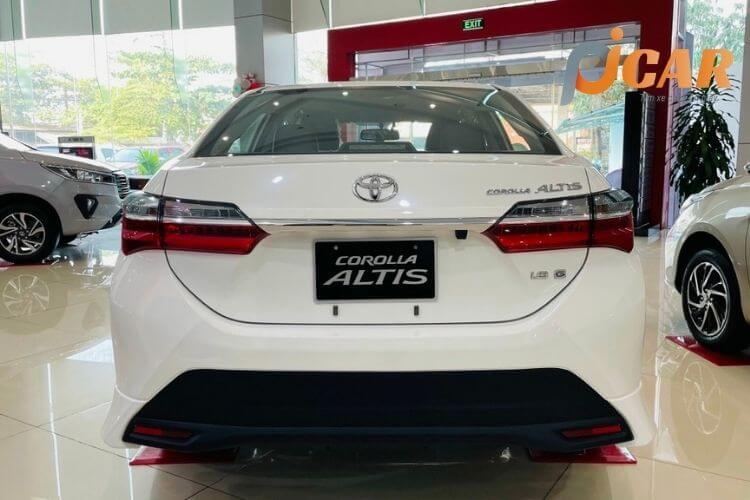 Đuôi sau xe Toyota Corolla Altis 2021