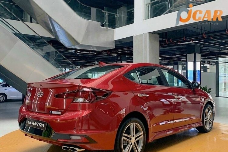 Đuôi sau xe Hyundai Elantra 2021